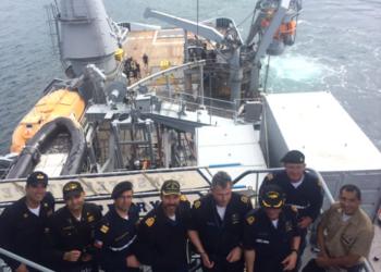 Observadores de marinhas estrangeiras aguardando o início do exercício
