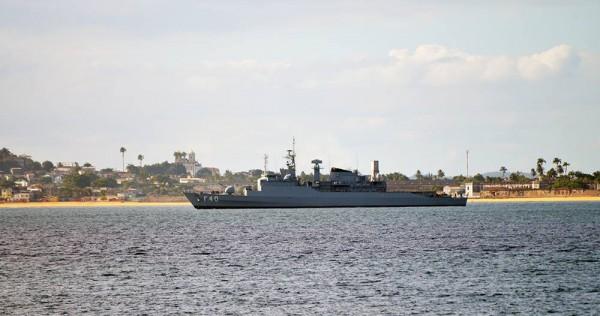 """Fragata """"Niterói"""" patrulha Baía de Todos os Santos"""