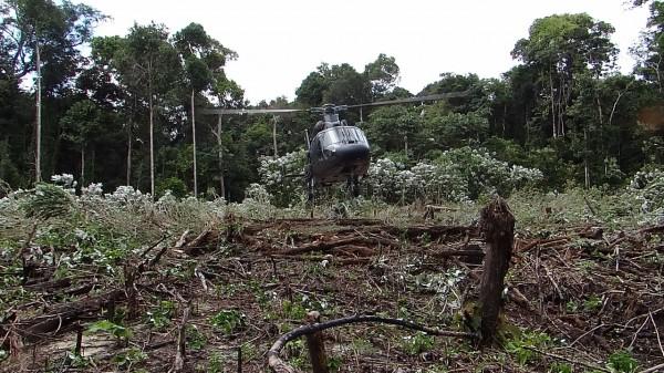 HM-1 Pantera K2 durante avaliação na selva amazônica.
