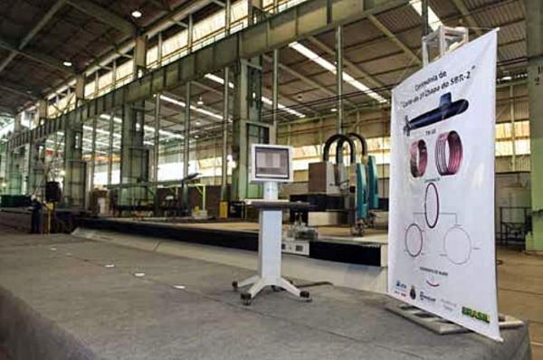 Nas instalações da NUCLEP, corte da primeira chapa do segundo  submarino convencional (SBR-2) do Programa de Desenvolvimento de  Submarinos (PROSUB) da Marianha do Brasi