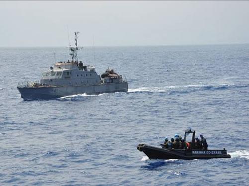 Navio libanês em exercício de interdição marítima com a Marinha do Brasil
