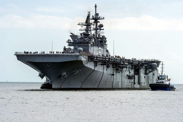 USS_America_(LHA-6)_off_Pascagoula_in_2013