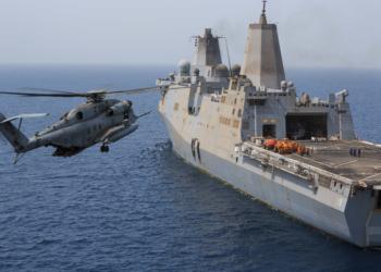 CH-53 pousando no USS Mesa Verde (LPD 19)