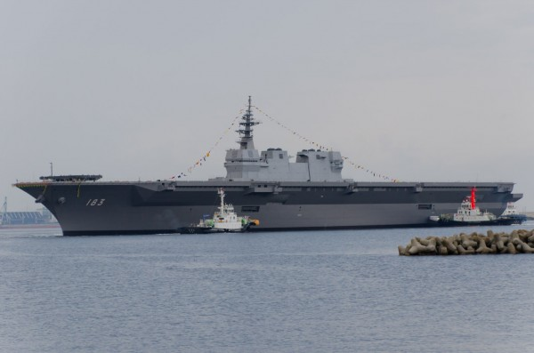 JS_Izumo_(DDH-183)_just_after_her_launch
