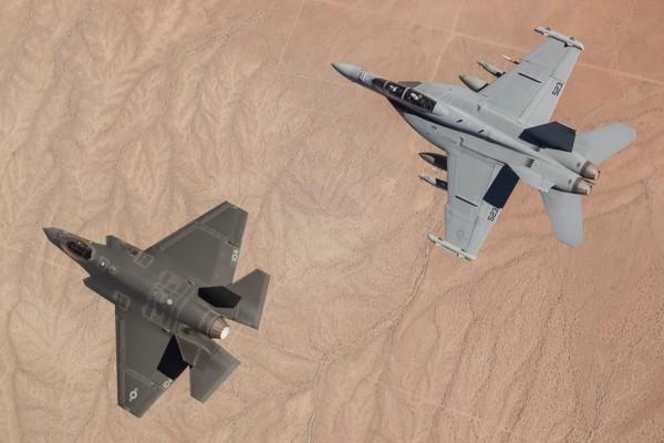 F-35C e F-18