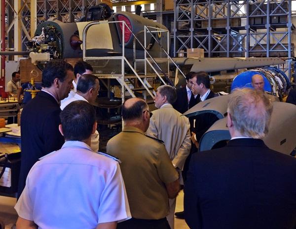 FOTO 2 - VISITA À EMBRAER E À MODERNIZAÇÃO DAS AERONAVES AF-1-1A