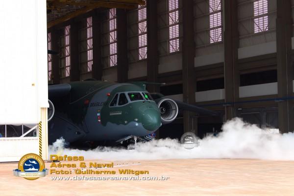 KC390_rollout_11