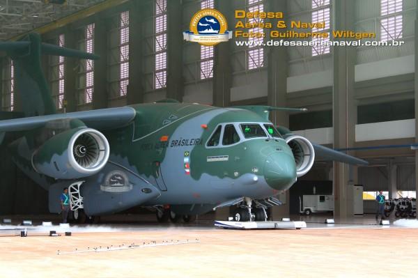 KC390_rollout_15
