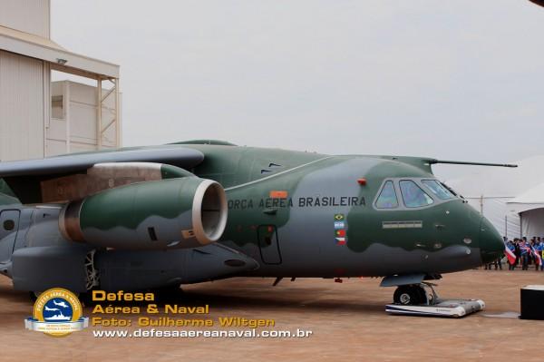 KC390_rollout_25