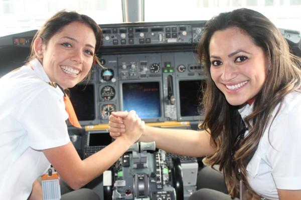 GOL capitã Fernanda Pietro e  a Co-piloto Deise Cristiane