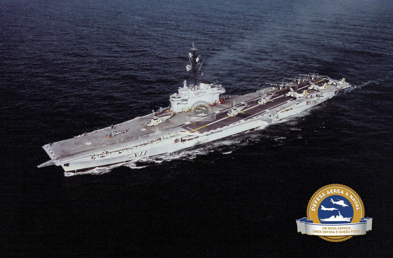 O Minas na década de 1980 no auge de sua operacionalidade, com dois UH-12 Esquilo, três SH-3D Sea King e seis P-16 Tracker.
