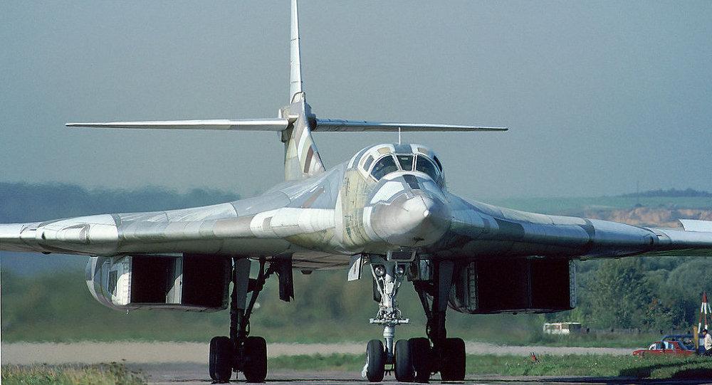 Tu-160 - Foto: Rob Schleiffert