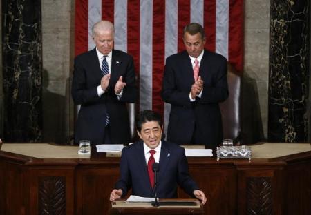 Premiê japonês, Shinzo Abe, discursa no Congresso dos EUA. 29/04/2015 REUTERS/Jonathan Ernst
