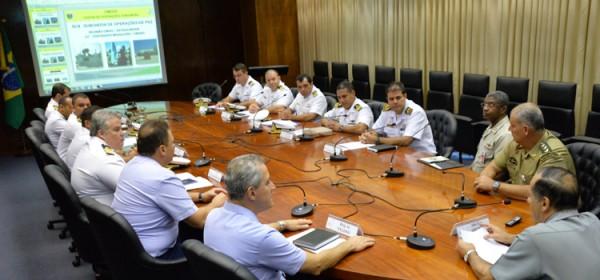 Chefe de Operações Conjuntas do ministério da Defesa, almirante Ademir ministra palestra preparatória para UNIFIL.