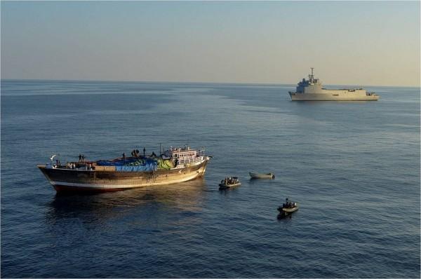 TCD Siroco durante missão anti-pirataria na costa da Somália na Operação Atalanta.