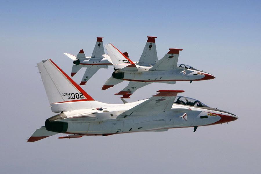 Aviões de treinamento e combate KAI T-50 Golden Eagle da Força Aérea Sul Coreana