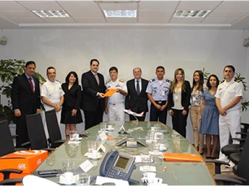 Assinatura de contrato entre a Marinha do Brasil e a Empresa Aérea GOL