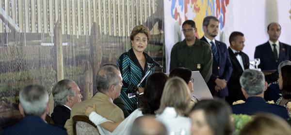 Dilma generais_inter1