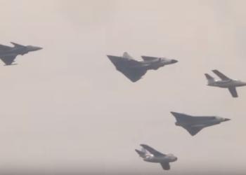 Dezenas de jatos F-16A/B guarnecem as linhas de voo da USAF em Homestead AB.