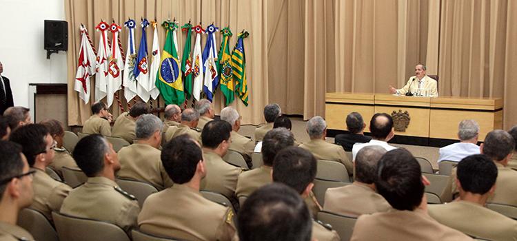 Ministro debateu desafios do setor e a inserção do Brasil no cenário internacional