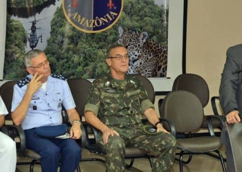 Os comandantes da Marinha, do Exército e da Aeronáutica acompanharam o ministro Jungmann em Manaus-Foto sargento Medeiros/CMA