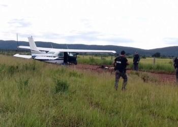 Avião que saiu da Bolívia com 300 kg de droga foi interceptado em Mato Grosso (Foto: Ciopaer/Divulgação)