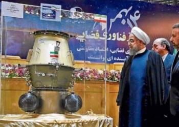 Presidente Hassam Rouhani visita a exposição de tecnologia espacial em Teerã