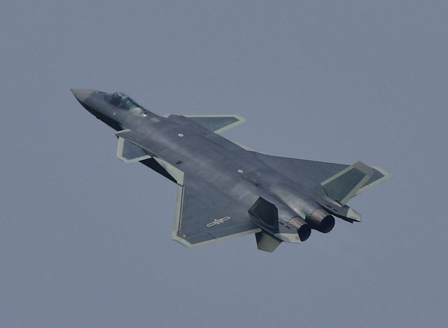 Caça chinês J-20 - Foto Top81.cn