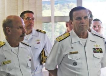 O Contra-Almirante (FN) César Lopes Loureiro (esq), atual Comandante da Divisão Anfíbia, irá substituir o atual Comandante da Força de Fuzileiros da Esquadra, Vice-Almirante (FN) Alexandre José Barreto de Mattos, que passará a ser o Comandante Geral do Corpo de Fuzileiros Navais do Brasil Foto Marcos Ommati