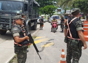 Durante três dias, a BBC Brasil presenciou policiamento na fronteira apenas uma vez, numa demonstração do Exército Foto Felipe Souza