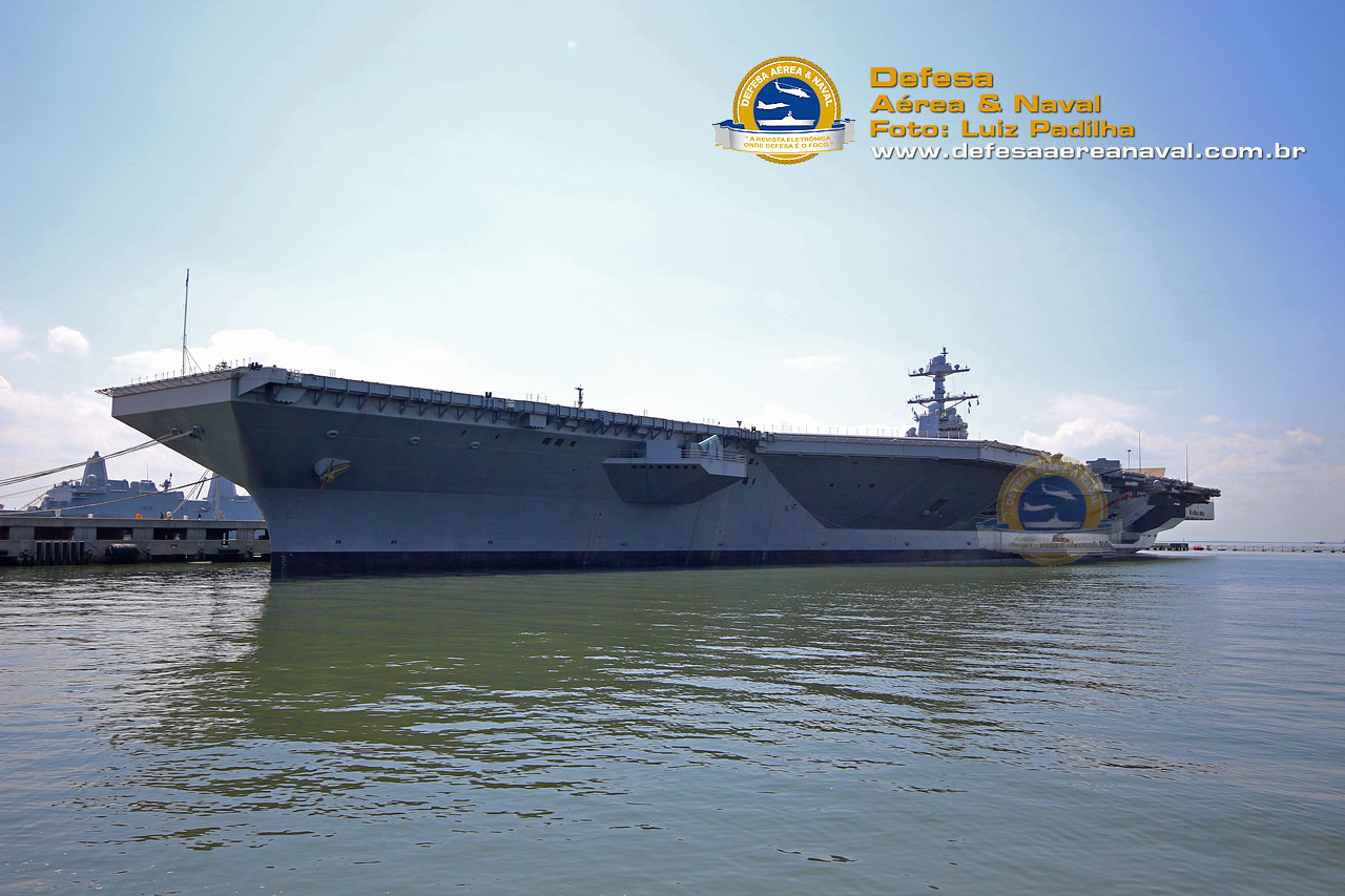 USS Gerald R. Ford (CVN 78) na base naval de Norfolk-VA