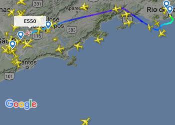 Aeronave IU-50 do GEIV chegando em Guarulhos por volta das 14h44