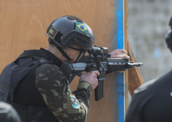 A Brazilian comando shoots targets as part of Fuerzas Comando, July 18, 2018 at the Instituto Superior Policial, Panama. Partner nations participating in Fuerzas Comando refine their tactical and technical skills during competition. By increasing their special operation capabilities, countries become more capable of confronting common threats. (U.S. Army Photo by Staff Sgt. Brian Ragin/Released)