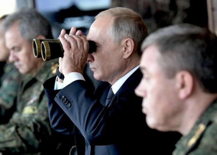 Presidente russo, Vladimir Putin, observa jogos de guerra russos em Tsugol, na região de Zabaikalsky 13/09/2018 Sputnik/Alexei Nikolsky/Kremlin via Reuters