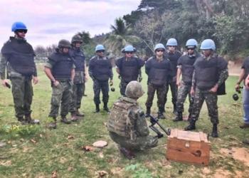 Sete militares brasileiros e dois peruanos participaram do Estágio de Ação contra Minas, do Centro Conjunto de Operações de Paz do Brasil. (Foto: Exército Brasileiro)