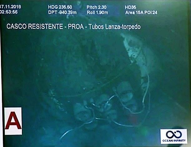 Calota da proa com os tubos dos torpedos