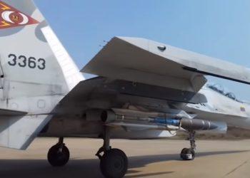 Caça Su-30MK2V armado com míssil anti-navio Kh-31