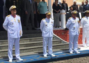 O vice-almirante Carlos Alberto Matias passou o comando do Com9°DN para o contra-almirante Paulo César Colmenero Lopes (Foto: Reinaldo Maquiné)
