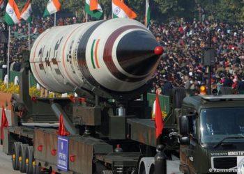 Míssil intercontinental exibido durante parada militar na Índia