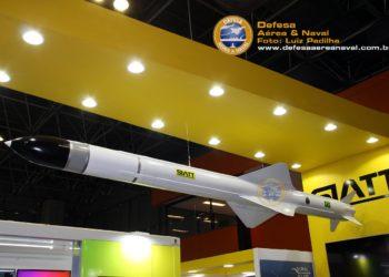 Míssil antinavio MANSUP desenvolvido pela SIATT em conjunto com a Avibras para a Marinha do Brasil