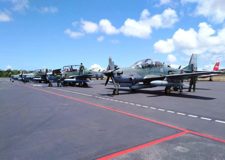 Caças A-29 Super Tucano a caminho do exercício Green Flag 19-08 nos EUA