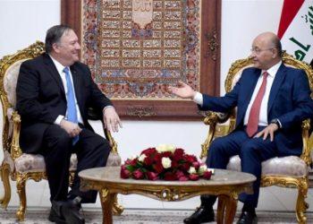 O presidente iraquiano Salih (R) se encontra com o secretário de Estado dos EUA, Pompeo, em Bagdá [Reuters]