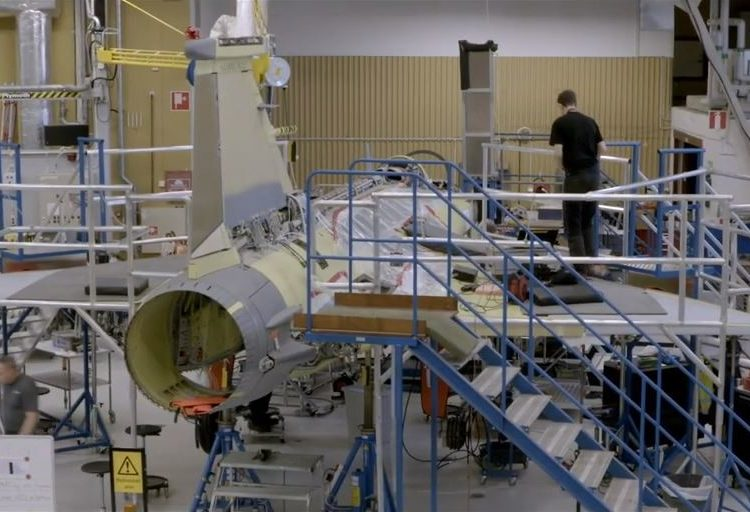 Gripen sendo construído na Suécia
