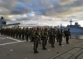 "Alunos realizam desembarque do Navio de Desembarque de Carros de Combate ""Almirante Saboia"""