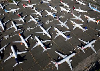 Vários Boeing 737 MAX com um da GOL logo abaixo a direita