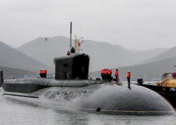 K-550 Alexander Nevsky Submarino russo de mísseis balísticos nucleares da quarta geração da classe Borei. (Fonte da imagem MoD russo)