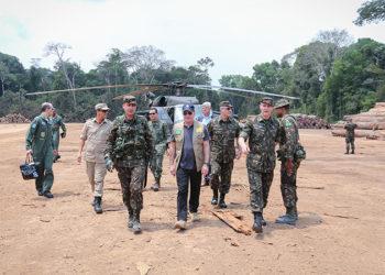 O Ministro da Defesa, Fernando Azevedo, acompanhou o andamento das atividades realizadas no âmbito da Operação Verde Brasil, em Rondônia