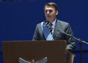 O presidente Jair Bolsonaro participa da cerimônia comemorativa ao Dia do Aviador e ao Dia da Força Aérea, em Brasília.