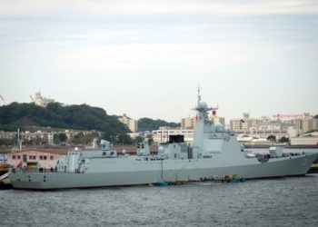 O destróier chinês Taiyuan no porto de Yokosuka na quinta-feira, 10 de outubro de 2019. O navio estava programado para participar da International Fleet Review do Japão, que foi cancelada após o tufão Hagibis. Foto Christian Lopez
