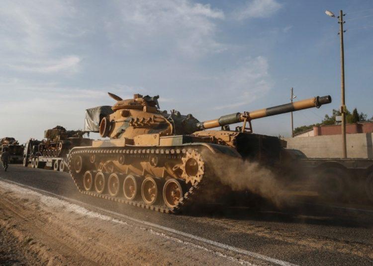 Carros de combate turcos a caminho da Síria